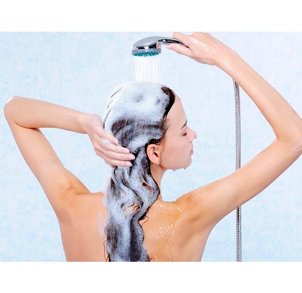 Чотири хитрощі правильного миття голови