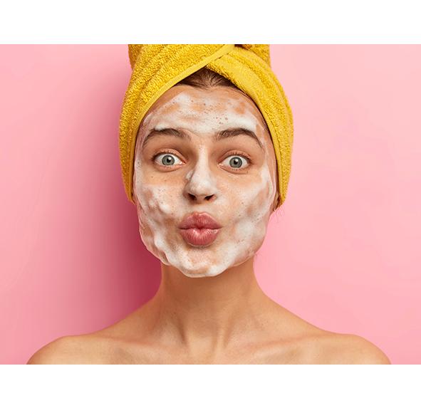 Мистецтво очищення обличчя за допомогою пінки для щоденного вмивання